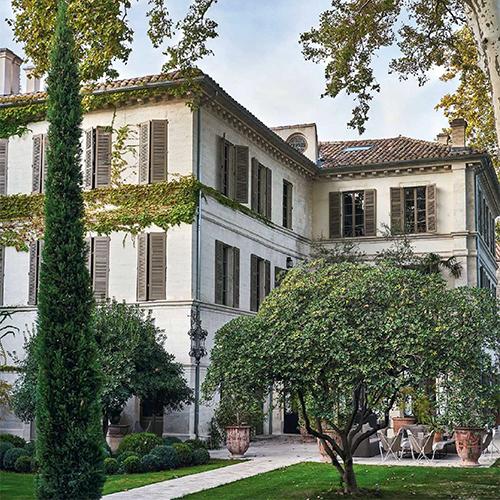 Une jolie chambre d'hôtes pour se loger à Avignon à l'ombre du Palais des Papes. Un hôtel fantastique qui propose des suites à thème
